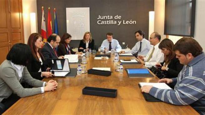 Reunión Del Consejero De La Presidencia, José Antonio De Santiago Juárez, Con El