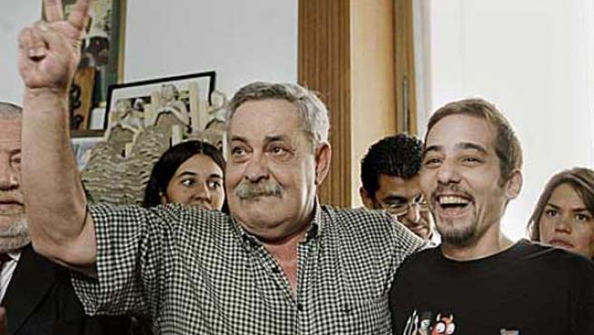 Abel Madariaga (izqda.) junto a su hijo Francisco.