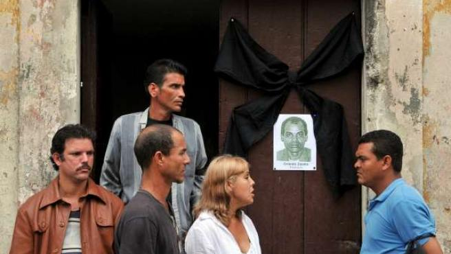 Varios opositores permanecen en la casa de Laura Pollán, líder de las Damas de Blanco, en La Habana.