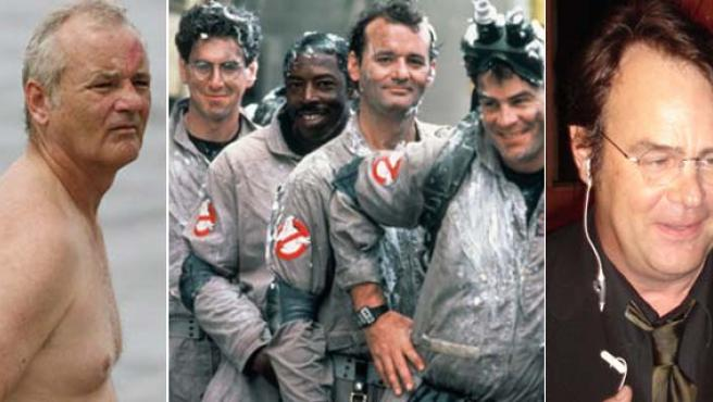 A la izquierda, Bill Murray; a la derecha, Dan Aykroyd. En el centro, una imagen de la película.