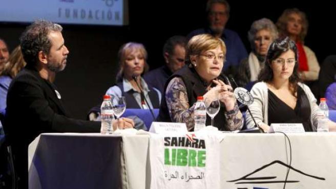 El actor Willy Toledo (izda), durante una mesa redonda organizada en el Círculo de Bellas Artes de Madrid para tratar el problema del Sahara.