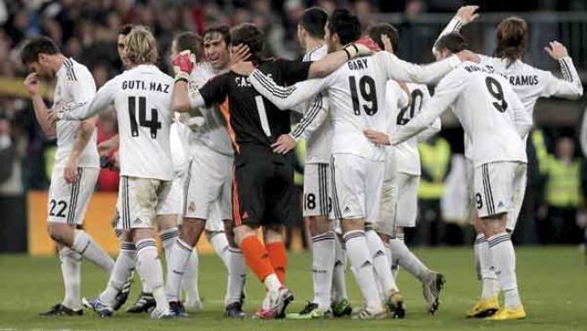 Los jugadores del Real Madrid celebran la victoria ante el Sevilla.