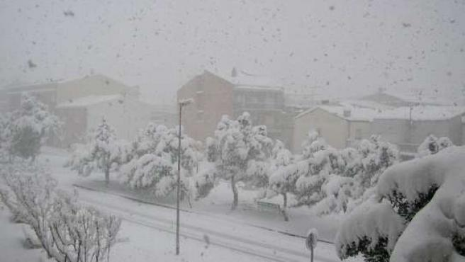 Imagen de la copiosa nevada que cayó este lunes sobre Cervera (Lleida).