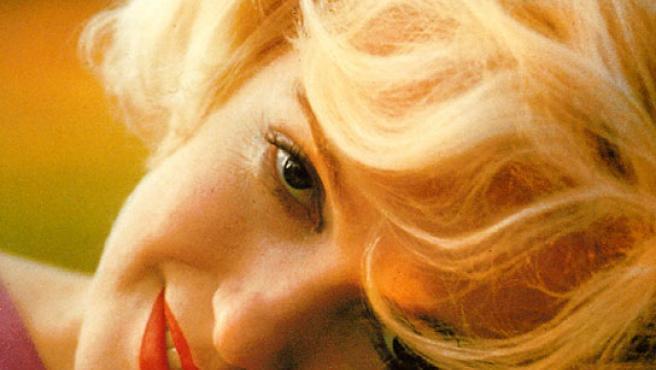 Marilyn Monroe, en una pose tímida y cándida.