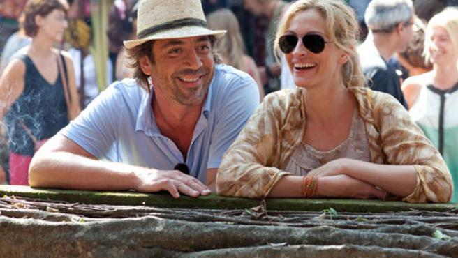 Una escena de 'Come, reza, ama' con Javier Bardem y Julia Roberts.