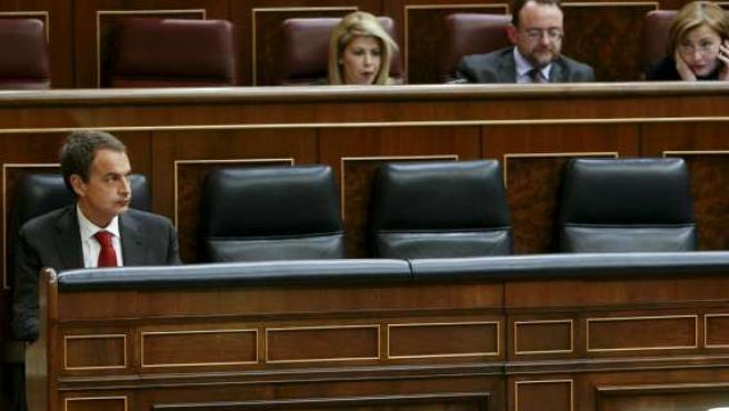 El presidente del Gobierno, José Luis Rodríguez Zapatero, durante el pleno celebrado en el Congreso de los Diputados.