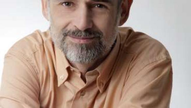 Nacido en Zaragoza en 1960, Carlos Giménez es especialista en lactancia materna. Está casado y tiene tres hijos.