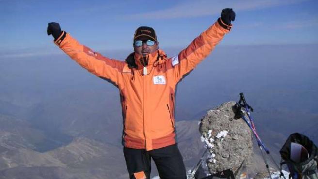 Josu Feijoo, coronando la cima del Elbrus (5.642 metros).