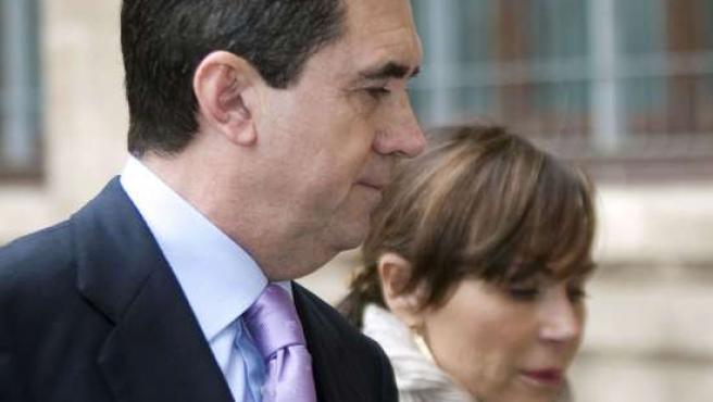 El ex presidente del Gobierno balear Jaume Matas y su esposa Maite Areal llegan a los juzgados de instrucción de la capital balear para declarar por el caso Palma Arena.