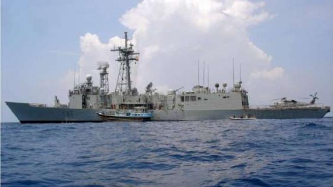 La fragata Navarra participa en la operación Atalanta contra la piratería en aguas del océano Indico.