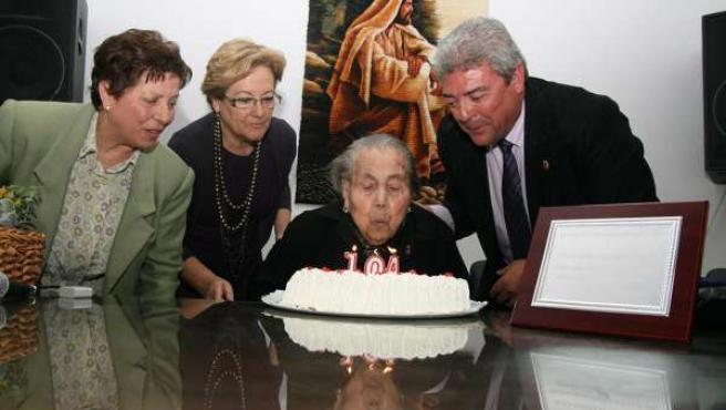 Homenaje A La Mujer Centenaria De Paterna