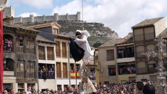 Imagen De La Tradicional Bajada Del Ángel De Peñafiel