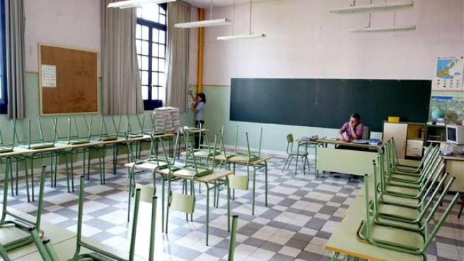 Un profesor en un aula de enseñanza.