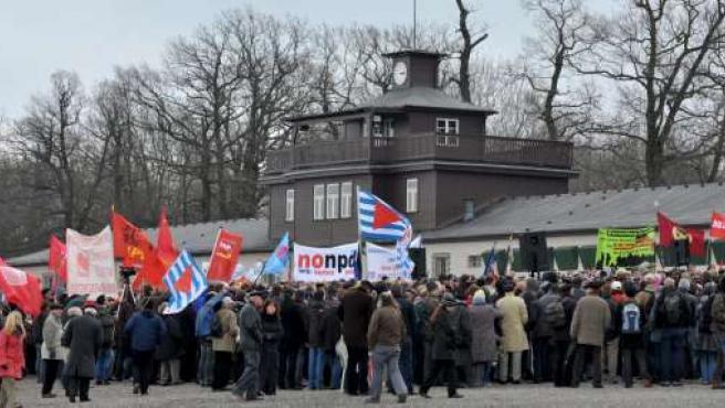 Ceremonia en recuerdo del 65 aniversario de la liberación del antiguo campo de concentración nazi de Buchenwald en Weimar.