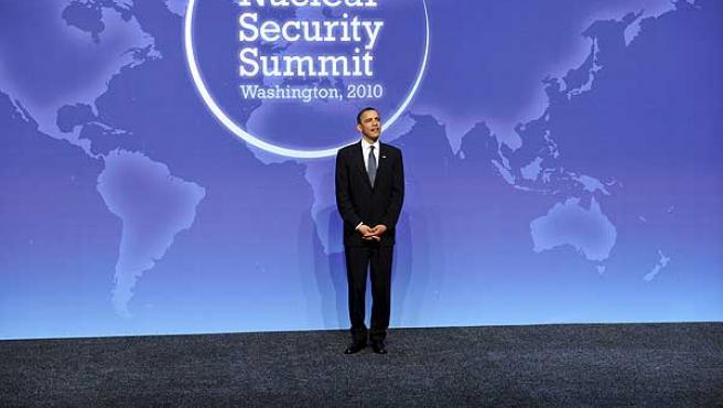 Barack Obama, ante el logotipo de la cumbre de seguridad nuclear.