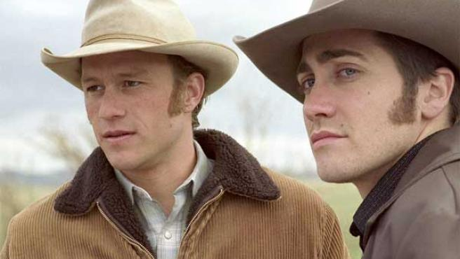 Heath Ledger (izda) y Jake Gyllenhaal, en Brokeback Mountain.