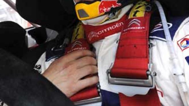 El francés Sebastien Loeb conduce su Citroën C4 WRC