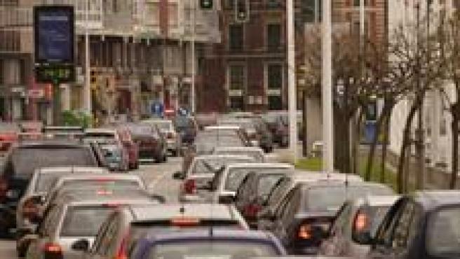Vehículos Circulando Por Una Ciudad