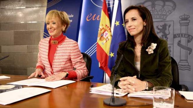 Beatriz Corredor y María Teresa Fez de la Vega durante la rueda de prensa tras la reunión del Consejo de Ministros