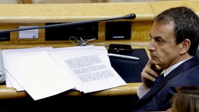 El presidente del Gobierno, José Luis Rodríguez Zapatero, durante la sesión de control al Ejecutivo, este martes.