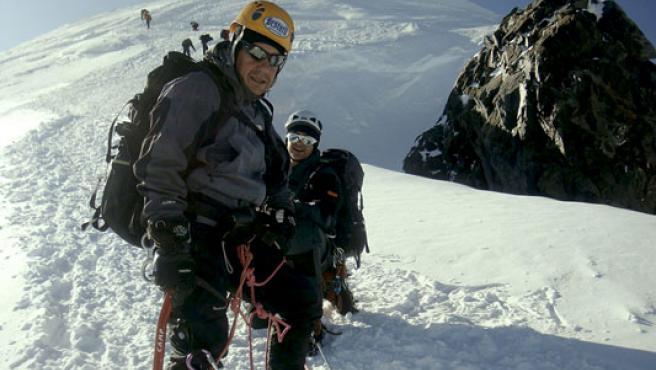 Fotografía de archivo, tomada el pasado verano, del montañero Tolo Calafat durante un ascenso al Mont Blanc.