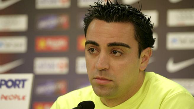 El centrocampista del FC. Barcelona, Xavi Hernández, durante la rueda de prensa que ofreció en la ciudad deportiva blaugrana de Sant Joan Despi (Barcelona ).