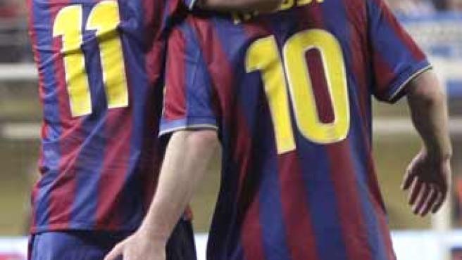 Leo Messi y Bojan, jugadores del Barcelona, celebran el gol del argentino ante el Villarreal.