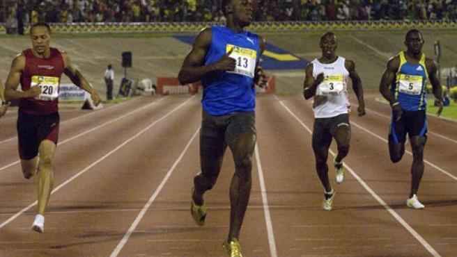 El atleta jamaicano Usain Bolt ganó en los 200 metros del certamen amistoso en Jamaica.