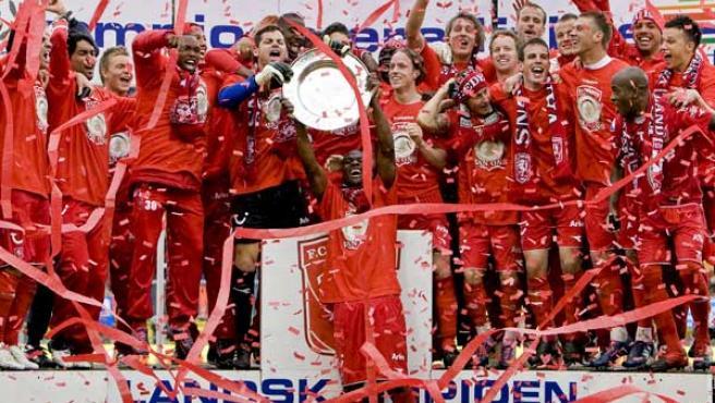 Los jugadores del Twente celebran su primer título de Liga