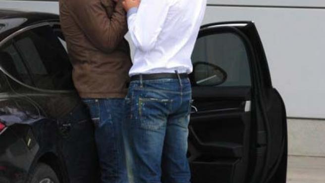 Piqué e Ibrahimovic (d), juntos y cariñosos.