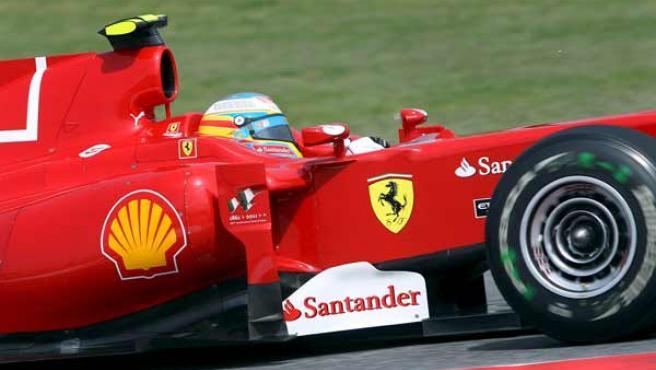 El piloto español de la escudería Ferrari, Fernando Alonso, durante los entrenamientos libres del Gran Premio de España.