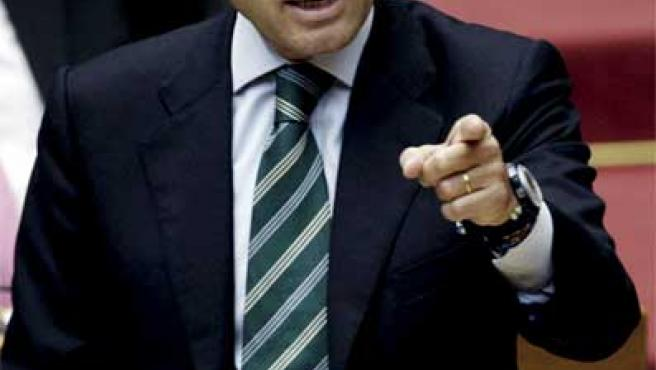 Francisco Camps interviene en una sesión de control de las Cortes Valencianas.