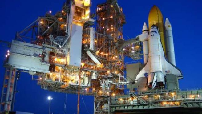 El transbordador Atlantis antes de despegar.