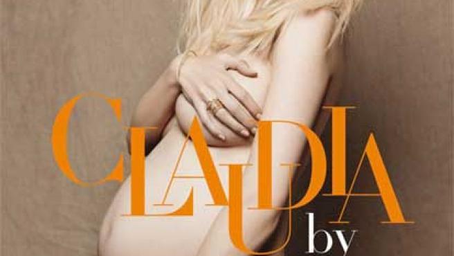 Claudia Schiffer desnuda, muestra su embarazo en la portada alemana de 'Vogue'.
