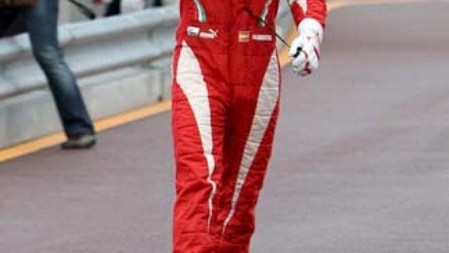 Fernando Alonso fotografiado tras la segunda sesión de entrenamientos libres del Gran Premio de Mónaco