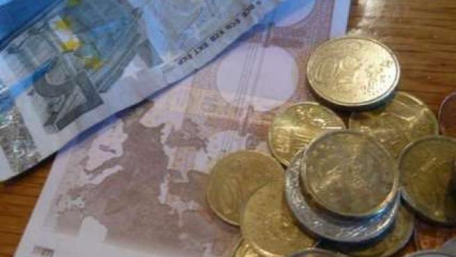 El Banco Central Europeo estableció el cambio oficial del euro en 1,4921 dólares.