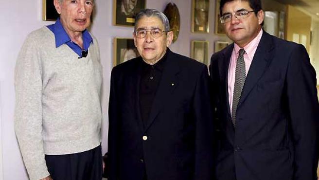 Alejandro Espinosa (i), Félix Alarcón (c) y Patricio Cerda (d), ex legionarios de Cristo.