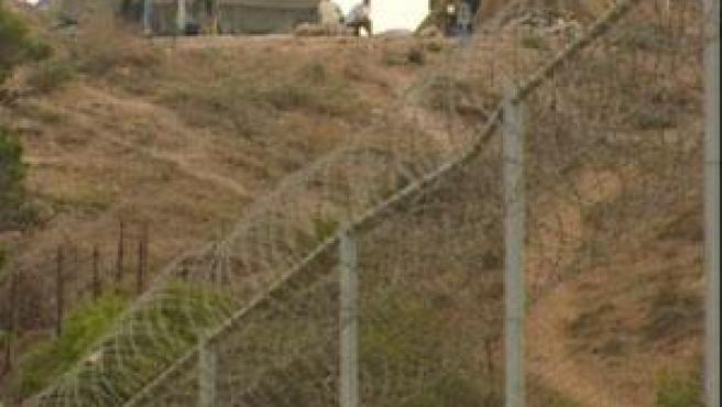 La Guardia Civil y la Policía Nacional impiden a siete inmigrantes subsaharianos la entrada a Melilla por la valla