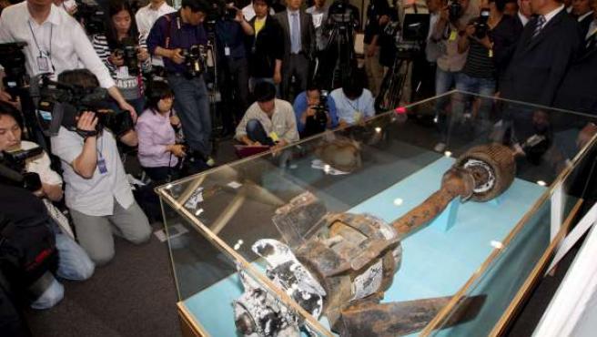 Los expertos muestran a la prensa las pruebas que acusan a Corea del Norte del hundimiento de una corbeta surcoreana.