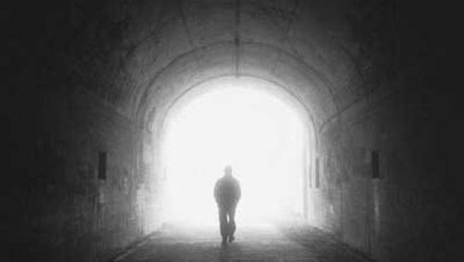Una luz al final de un túnel, una de las imágenes más repetidas en las ECM.