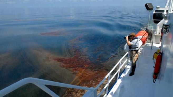 Científicos estadounidenses siguen trabajando en el Golfo de México.