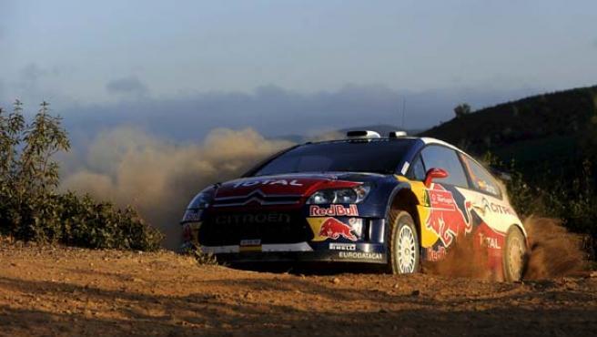 El piloto español Daniel Sordo conduce su Ciitroen durante la última etapa del Rally de Portugal.