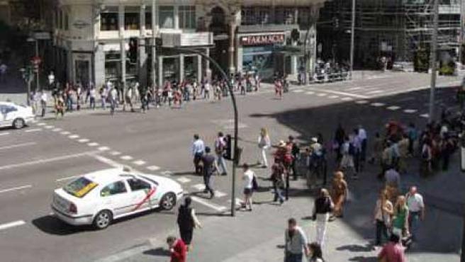 Propuesta de ampliación del paso de peatones en Gran Vía con Fuencarral.