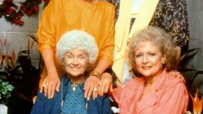Rue McClanahan (arriba a la izquierda), con sus compañeras de reparto de 'Las chicas de oro'.