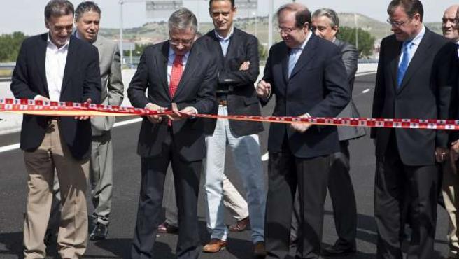 Blanco corta la cinta en la inauguración de la Ronda Exterior Sur de Valladolid