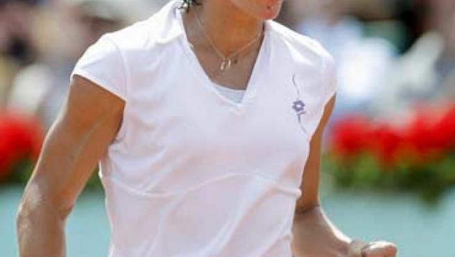 La italiana Francesca Schiavone celebra la victoria en la final de Roland Garros ante Samantha Stosur.