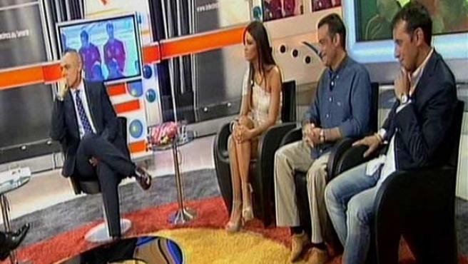 Jordi González, presentador de 'La Noria', en su programa con los periodistas Sara Carbonero, J.J. Santos y Paco González.