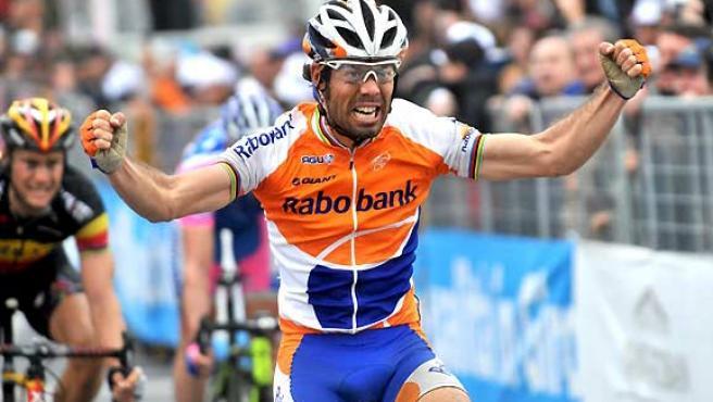 El ciclista español Oscar Freire vence al sprint la 101 edición de la Milán-San Remo.