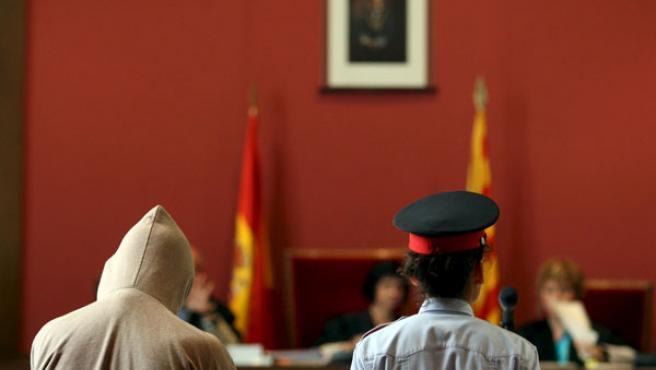 El 'segundo violador del Eixample', Alejandro Martínez Singul, durante el juicio en la Audiencia de Barcelona.