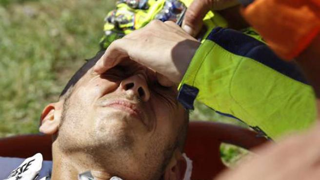 El italiano Valentino Rossi se duele del accidente sufrido en Mugello.